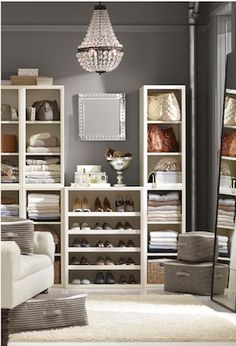 Beautiful closet  http://rstyle.me/n/d57ganyg6