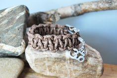 """Paracord - Armband aus Leder - taupe 19cm """"OM"""" von DaiSign auf http://de.dawanda.com/product/85122247-paracord---armband-aus-leder---taupe-19cm-om"""