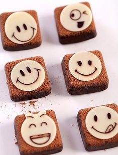 Cách làm socola Valentine vị trà thơm mát 7 #beemart #blogbeemart Food And Drink, Chocolate, Desserts, Tailgate Desserts, Deserts, Chocolates, Postres, Dessert, Brown