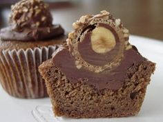 Cupcakes de Chocolate e Ferrero Rocher - my mum would love these!