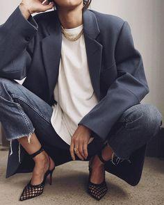 Menswear As Womens Wear, Street Style Stars & Androgynous Fashion blazer kitten heel Star Fashion, Look Fashion, Winter Fashion, Fashion Outfits, Womens Fashion, Fashion Beauty, Street Style Fashion, Fashion Check, Blazer Fashion
