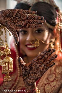 Indian Bride Photography Poses, Indian Bride Poses, Indian Wedding Poses, Indian Bridal Photos, Indian Wedding Couple Photography, Bridal Photography, Mehendi, Bridal Mehndi, 3d Studio