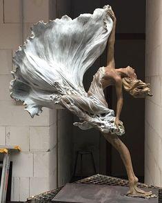 Image Gallery the - great - sculpture#sculpture - gallery sculpture sculptures sculptor sculptureart sculptured anatomy (Luo Li Rong) Art Sculpture, Modern Sculpture, Bronze Sculpture, Angel Sculpture, Sculpture Ideas, Statue Ange, Lampe Art Deco, Anatomy Art, Dance Art