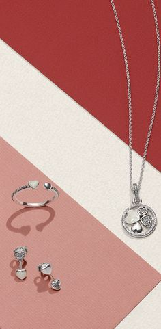 Featuring four different dazzling hearts on a classic anchor chain, the stunning Hearts of Love necklace celebrates family and eternal bonds – and of course the women we love the most