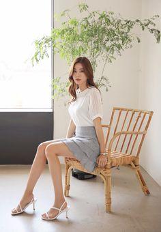 Korean Women`s Fashion Shopping Mall, Styleonme. Pretty Asian, Beautiful Asian Women, Korean Girl Fashion, Asian Fashion, Asian Woman, Asian Girl, Maid Cosplay, Sitting Poses, Cute Beauty