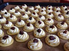 Czech Recipes, Biscuits, International Recipes, Relleno, Mini Cupcakes, Tiramisu, Deserts, Dessert Recipes, Petit Fours