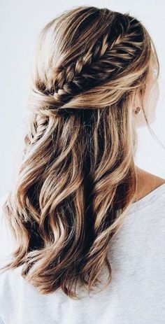 Braid hairstyles are easy and fashion. The style looks gorgeous in all  seasons. We gather some cute, fishtails braid hairstyles so that you are  able to come