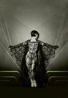 Stunning Dress................................!  ( THIS IS NOT LOUISE BROOKS......................!  )