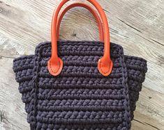 crochet handbag woman handbag handmade bags gray handbag handbag with brooch handbag of cotton yarn handbag of cotton designer bag Handmade Handbags, Handmade Bags, Love Crochet, Bead Crochet, Fashion Handbags, Fashion Bags, Crochet Mobile, Crochet Shell Stitch, Crochet Handbags