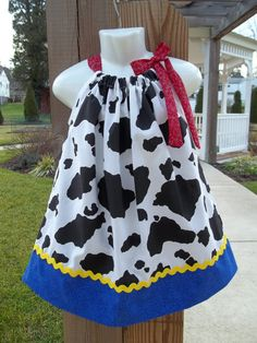 ok, somebodies getting a dress....I don't know who yet but I'm making this! how would it look supersized on a 18 year old! LOL....guess it will be Emma!