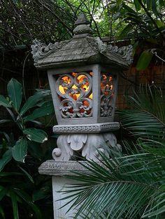 Put under laberna tree or magnolia with pebbles and water for zen garden Balinese Decor, Balinese Garden, Bali Garden, Asian Garden, Dream Garden, Garden Art, Garden Design, Garden Ideas, Backyard Ideas