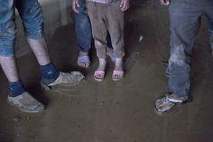Ministry of Social Affairs i Libanon varslet oss i dag om en leir bestående av ca. 50 telt/familier som var revet ned og at 300-400 mennesker nå sto uten tak over hodet. Et team fra Mange Bekker Små bestemte seg for å dra ut til leiren, som ligger øst i Libanon et par km fra den syriske grensen...