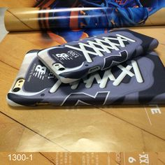 Sneaker sportliche original NB1300-Serie hard Handyhülle mit NB Außenvorderteil…