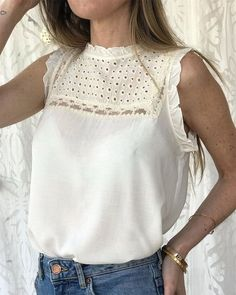 Women's Tops for sale Kurta Designs, Saree Blouse Designs, Blouse Styles, Casual Outfits, Fashion Outfits, Womens Fashion, Fashion Blouses, Videos Instagram, Fitness Video