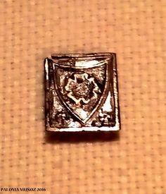 Placa con el sello de la rosa de Los Tudor.