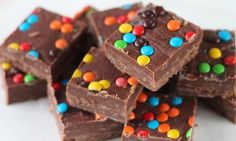 Ένα σοκολατένιο γλυκό με μόλις 3 υλικά που θα σας ξετρελάνει!