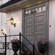 Kültéri fali lámpa Garage Doors, Outdoor Decor, Furniture, Home Decor, Decoration Home, Room Decor, Home Furnishings, Home Interior Design, Carriage Doors