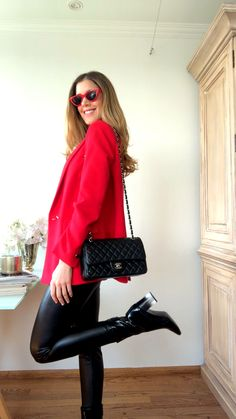10 Outfits Con Botines Y Botas Ideas Sunday Outfits, Warm Outfits, Casual Fall Outfits, Stylish Outfits, Cool Outfits, Red Blazer, Blazer Outfits, Look Fashion, Fashion Outfits
