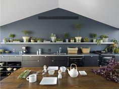 verde, tavolo, pulizia ... poesia questa la parete a ovest della cucina. Sull'altro lato una #cappa Made304!