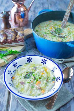 Gustare un bella minestra di orzo perlato è un vero piacere: un trionfo di cereali, verdure e carne per un piatto ricco e saporito!