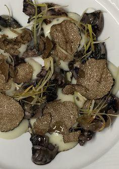 Seppioline nere alla griglia con tartufo nero e porri fritti