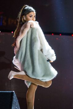 ariana-grande-sexy-legs-performing-at-kiis-fm-wango-tango-may-14-2016-3.jpg