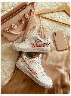 Cute Nike Shoes, Nike Air Shoes, Adidas Shoes, Jordan Shoes Girls, Girls Shoes, Shoes Women, Sneakers Fashion, Shoes Sneakers, Converse Shoes