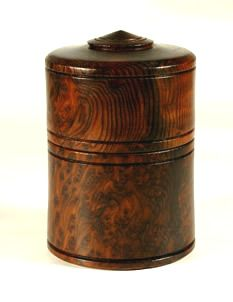 Redwood lidded box by Mike Souter. I would like to see something similar but with stronger lines at the top and bottom of the piece.