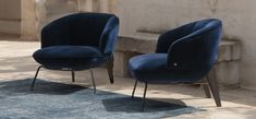 A universal, highly versatile armchair suited to both residential and hotel environments. Mo Design, Club Design, Mews House, Upholstered Arm Chair, Home Office Space, Italian Furniture, Furniture Design, Interior Decorating, Designer Armchairs