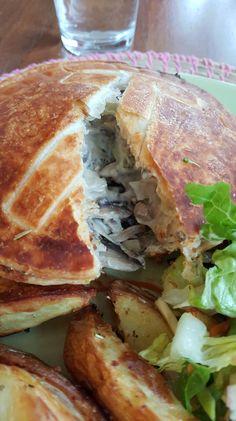Vegan mushroom and broccoli pies Vegan Pies Savoury, Cashew Cream, Broccoli, Sandwiches, Stuffed Mushrooms, Food, Stuff Mushrooms, Essen, Meals