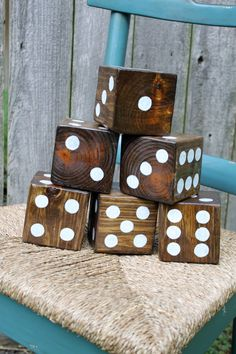 Holzwürfel zum Spielen im Garten. Yard Dice- wooden dice perfect for outdoor dice games.How much fun to have at a lake house.or a backyard party.Bunco gone wild Outdoor Projects, Wood Projects, Craft Projects, Backyard Games, Outdoor Games, Backyard Play, Outdoor Parties, Outdoor Play, Backyard Ideas