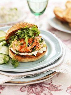 Variera med att servera burgare i fullkorn- eller surdegsbröd.