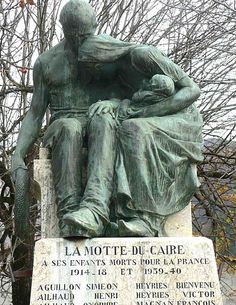 Monument aux morts de la Motte du caire.Alpes-de-Haute-Provence