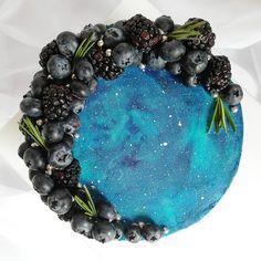 77 отметок «Нравится», 7 комментариев — Торты • Капкейки • Зефир📍МСК (@melman_cake) в Instagram: «Космоторт 🚀🌌 ⠀ Очень хотела сделать его, и вот, наконец-то, задуманное свершилось! ⠀ Делала его с…» Blackberry, Acai Bowl, Fruit, Food, Acai Berry Bowl, Meal, The Fruit, Essen, Blackberries