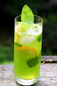 I have been making basil lemonade for years now. It's a sweet, almost grassy-flavored lemonade that is by far my favorite summer drink. This drink melds the aromatic qualities of sweet basil with notes of mint, cinnamon and anise and the lovely tart taste Strawberry Basil Lemonade, Honey Lemonade, Flavored Lemonade, Lemonade Cocktail, Mamma Mia, Just Juice, Tart Taste, Liqueur, Fruit Drinks