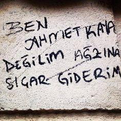 Ich schrieb an die Wand Graffiti stille Notiz Graffiti Liebe # Graffiti . Wall Writing, Writing A Book, Graffiti Quotes, Funny Wallpapers, Beautiful Mind, Wall Quotes, Mood Quotes, Quotes Quotes, Funny Signs