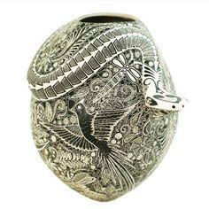 Impressive snake olla by artist Olivia Dominguez. See it @ www.sandiafolk.com #casasgrandes #ceramicart #mataortiz #casasgrandes #paquime #nativeamericanart #sandiafolk #pottery por sandiafolk en Instagram http://ift.tt/1JCHUbE #navitips