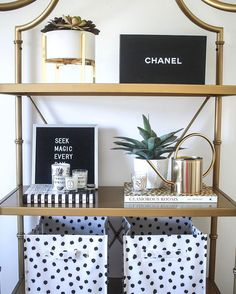 """734 curtidas, 24 comentários - Money Can Buy Lipstick (@teresalaucar) no Instagram: """"Restyled my bookcase last night & I'm in love. I'm obsessed with these spotted organizing bins. I'm…"""""""
