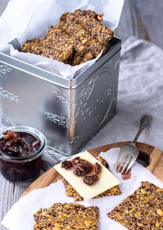 Gulerodskiks med knas, kanel og kerner - glutenfri kiks - Muttionline Healthy Dishes, Healthy Sweets, Healthy Snacks, Do It Yourself Food, Bakery Packaging, Food Crush, Grain Foods, No Bake Desserts, Food Inspiration