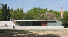 Barcelona Pavilion - Mies van der Rohe Barcelona Pavillion, Mid Century Landscaping, Ludwig Mies Van Der Rohe, Less Is More, Canopy, Interior Architecture, Entrance, Landscape, Building