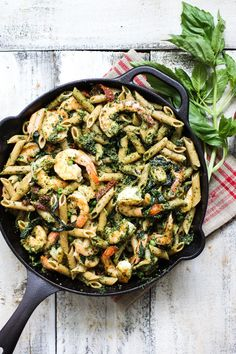 Healthy one-pot meals don't have to be boring or tasteless.  This hearty whole wheat pasta with shrimp and kale pesto is easy and delicoius!