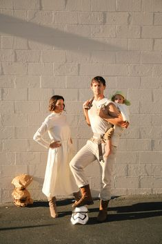 10 Couples Costume Ideas. - Luke and Leia and Yoda