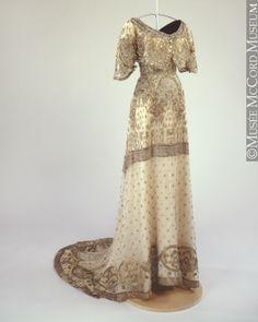 Robe du soir Vers 1912, 20e siècle 114 cm Don de la succession de Mrs. Sheldon Stephens M20390 © Musée McCord