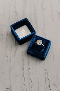 How to Use the 2020 Pantone Color of the Year at Your Wedding: pretty blue ring box decorations deko dresses fotoshooting hair ideas ideen Wedding Ring Box, Wedding Day, Hair Wedding, Wedding Blue, Wedding Tips, Wedding Dresses, Pantone 2020, Velvet Ring Box, Pantone Color