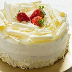 Bolos de Festa   Tradicional Bolos Caseiros Sweet Desserts, Sweet Recipes, Cake Recipes, Dessert Recipes, Art Café, Lane Cake, Patisserie Design, Cake Varieties, Easy Cake Decorating