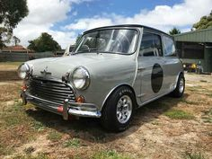Reposted from - Another beautiful cafe Cooper although this one races I think! Mini Cooper Custom, Mini Cooper Classic, Mini Cooper S, Classic Mini, Classic Cars, Morris Minor, Mini Clubman, Fancy Cars, Mini Trucks
