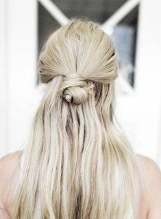 """This is a gorgeous hair style to remember. I definitely plan on keeping my hair longer as I get older and older. Am I the only woman of my generation that finds it's quite distasteful when older women chop their hair off into a """"popcorn"""" style hairdo! Pretty Hairstyles, Easy Hairstyles, Summer Hairstyles, Hairstyles 2018, Scene Hairstyles, Straight Hairstyles, Fashion Hairstyles, Style Hairstyle, Medium Hairstyles"""