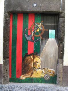 street art. zona velha. arte de portas abertas. un projecto para abrir as portas da cidade do funchal a arte e a cultura. www.zyberchema.net/portas.