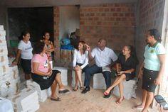 Eliziane Gama conversa com membros da Cooperativa de Reciclagem de São Luís