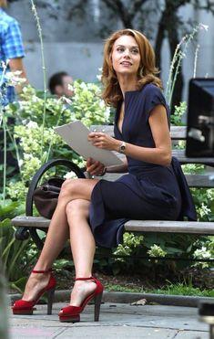 "Hilarie Burton as Sara Ellis on ""White Collar. Beautiful Legs, Gorgeous Women, Beautiful People, Hilarie Burton White Collar, Hillary Burton, Sara Ellis, Boho Mode, Pernas Sexy, Celebs"